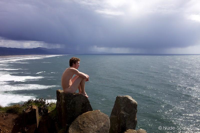Storm Watcher – Nature Au Natural